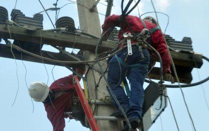 Avería en línea de transmisión afecta servicio energía provincias de la Región Este