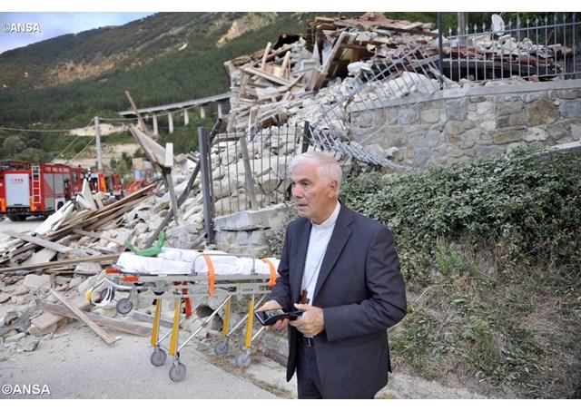 """Terremoto: el Papa llama por teléfono al Obispo de Rieti. """"Me invitó a no tener miedo"""""""