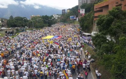 La oposición marcha en Caracas entre denuncias de Golpe de Estado