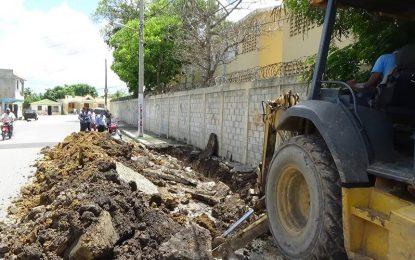 Rehabilitan  desagüe  de escuela Manuela Diez Jiménez; era foco de contaminación.