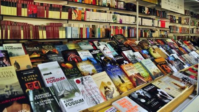 Miles de libros serán vendidos a 100 pesos el próximo sábado.