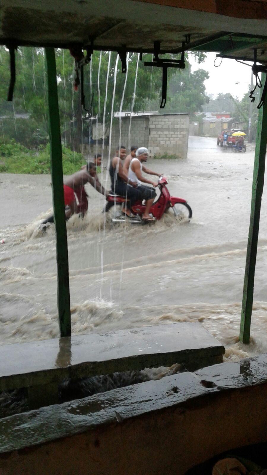 12 familias evacuadas en Villa Guerrero.
