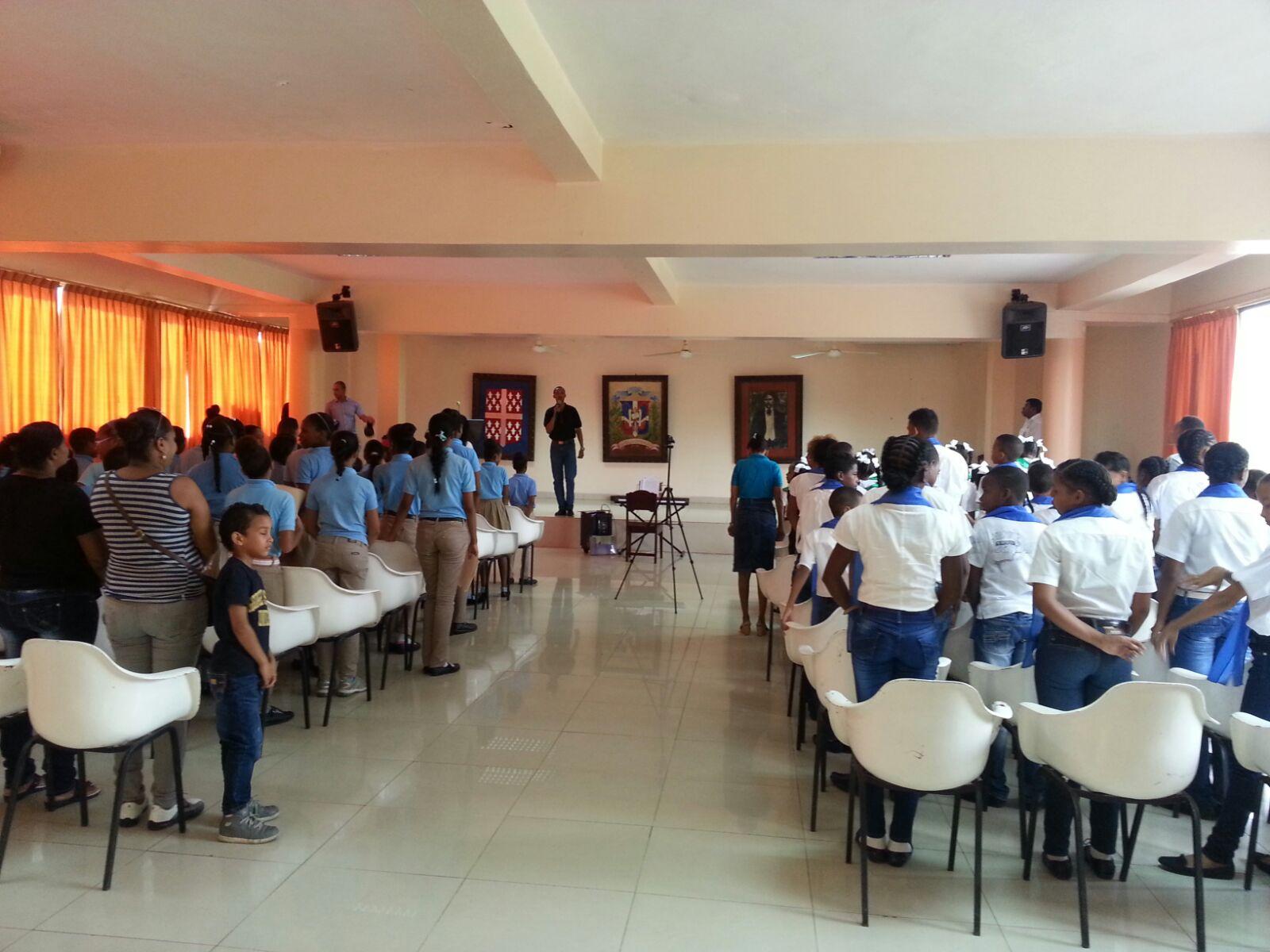 Escuela de Villa Guerrero desarrolló  festival de la canción.