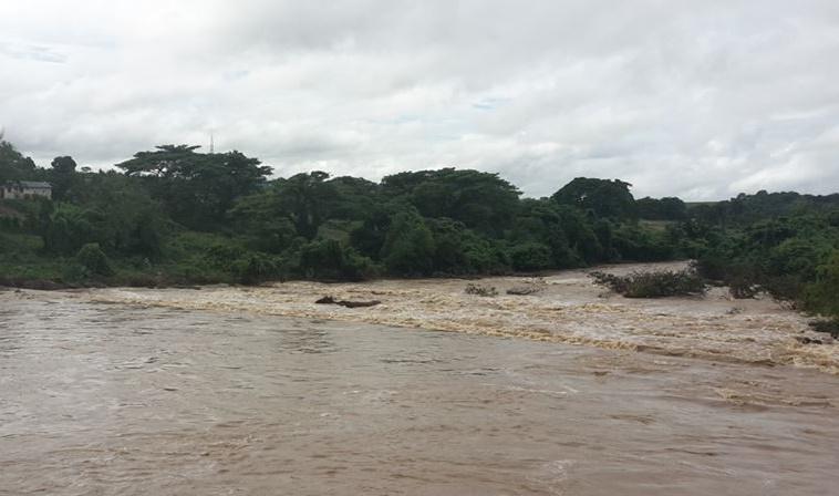 La crecida de ríos provocan inundaciones en la región Este del país