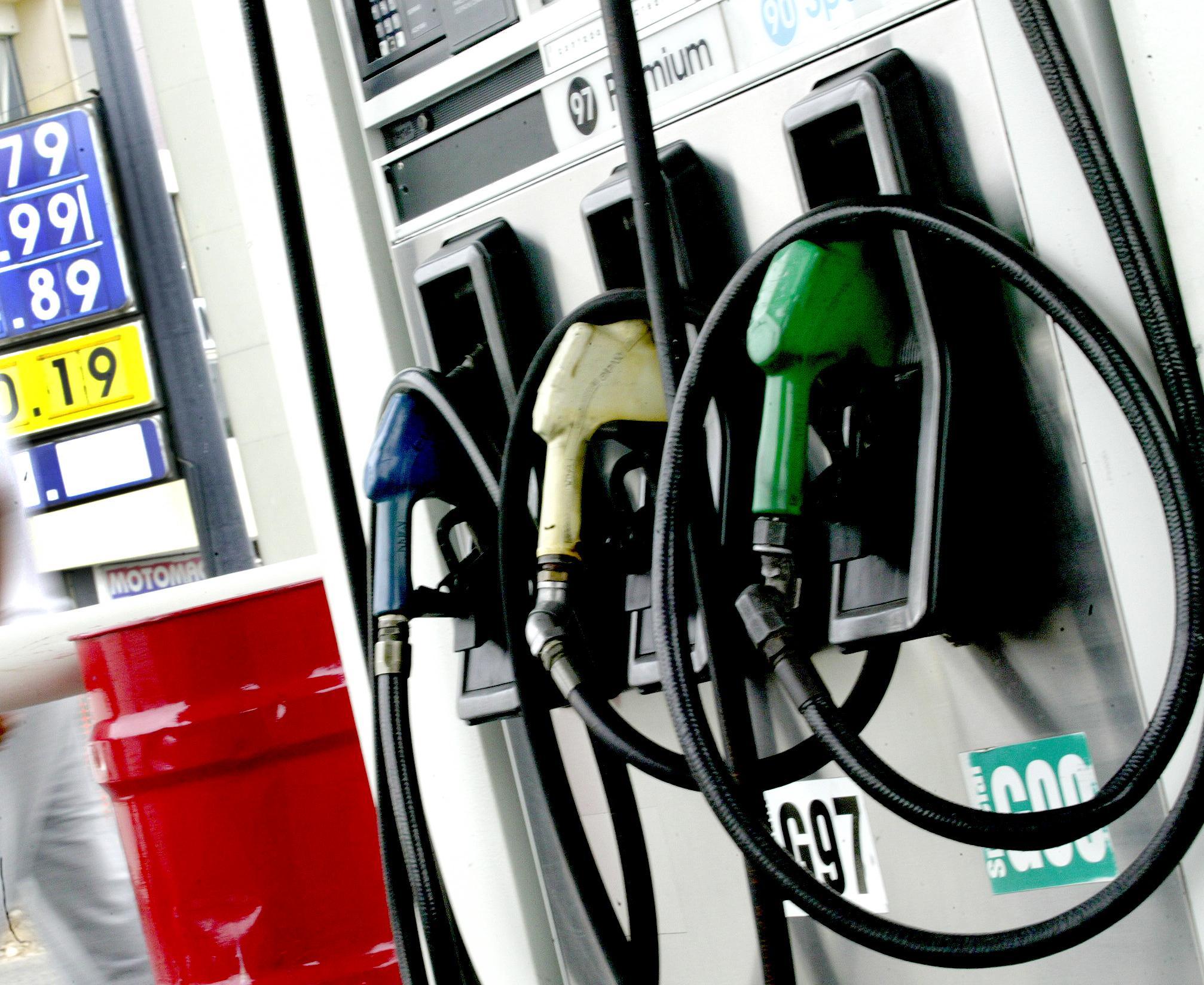 Las gasolinas  y el GLP bajan de precio.