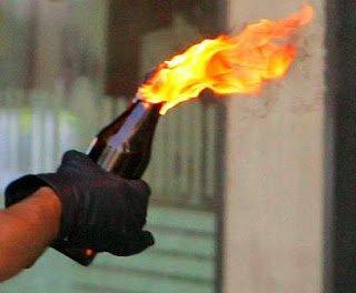Lanzan dos bombas molotov a casa de regidor en Hato Mayor.
