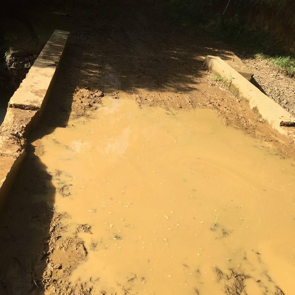 Deteriorado camino de acceso a Las Cuchillas.