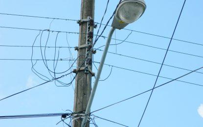 Edeeste y gobernación repararan 152 lámparas en distintas partes de El Seibo.