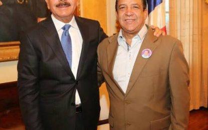 Danilo Medina cumple promesa a estudiantes de Pedro Sánchez.