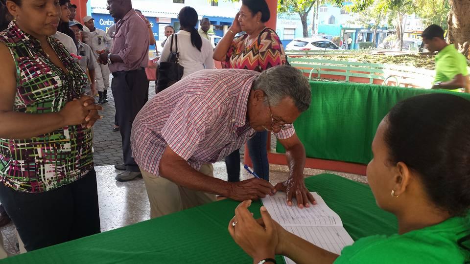 """Firman """"Libro Verde"""" en El Seibo."""
