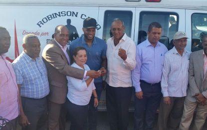 Municipio del Este reciben donación de ambulancias.