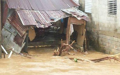 Más de 17.000 personas han sido desplazadas por las lluvias.