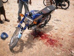 Mueren dos jóvenes al chocar motocicleta con una yipeta en Higüey