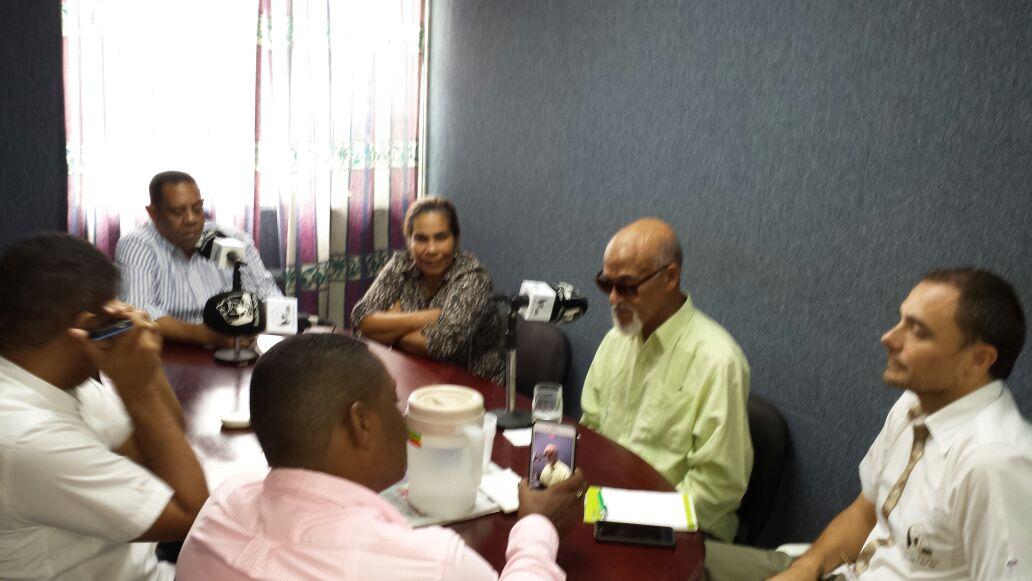 Radio Seibo reconoce a Daniel Rojas por sus aportes a la comunicación en El Seibo y otras partes del país.