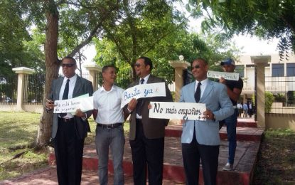 Colegio de Abogados Dominicanos filial Seibo protesta frente al Palacio de Justicia