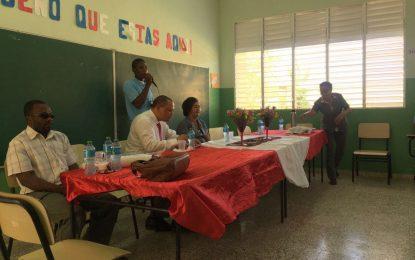 Pastoral Penitenciaria y Procurador Fiscal imparten charla en Liceo.