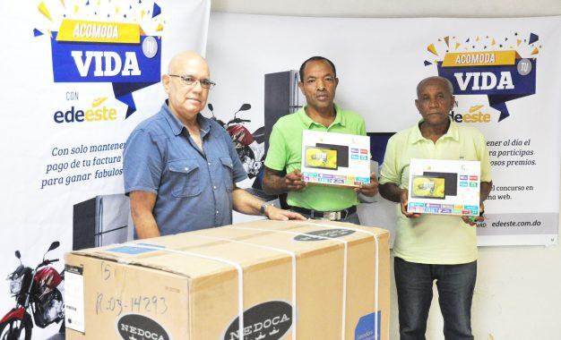 Entregan premios a ganadores del primer sorteo de la promoción Acomoda tu Vida con EDE Este