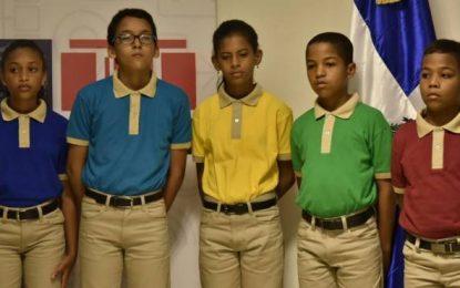 Disponen cambios en uniforme de las escuelas públicas