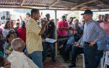 Danilo Medina visita la comunidad Mata de Palma de El Seibo.