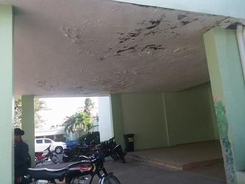 Seibanos y seibanas exigen la terminación del hospital.