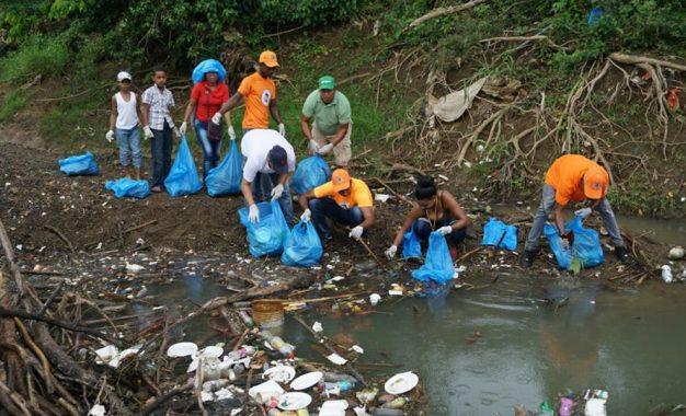 Realizan operativo de limpieza  en Río Seibo