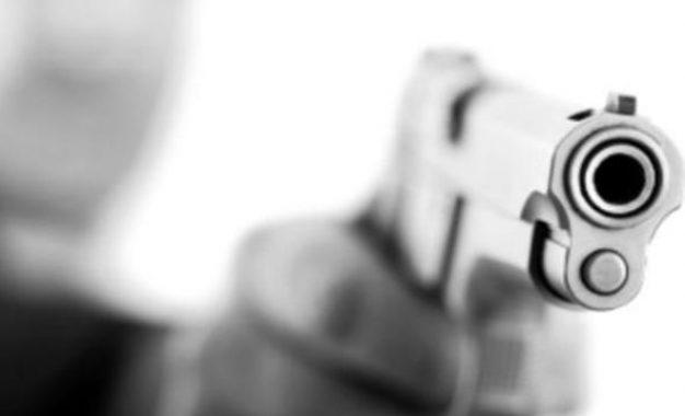 Hieren de bala a joven durante asalto