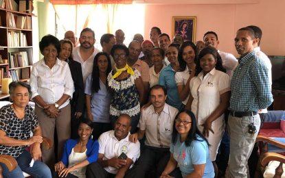 Fr. Luis Javier Rubio Guerrero comparte con el equipo de Radio Seybo