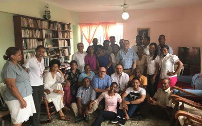 Familia Radio Seybo y frailes amigos sostienen conversatorio sobre la comunicación, la buena escucha y la esperanza.
