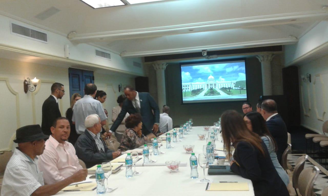 Siguen las conversaciones entre peregrinos de El Seibo y el Gobierno