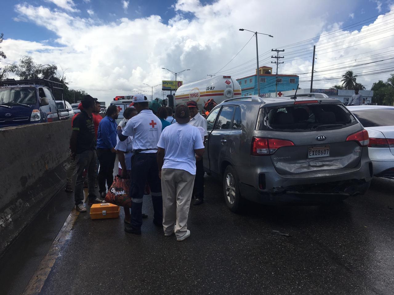 Comisión de peregrinos sufre accidente en Autopista Las Américas