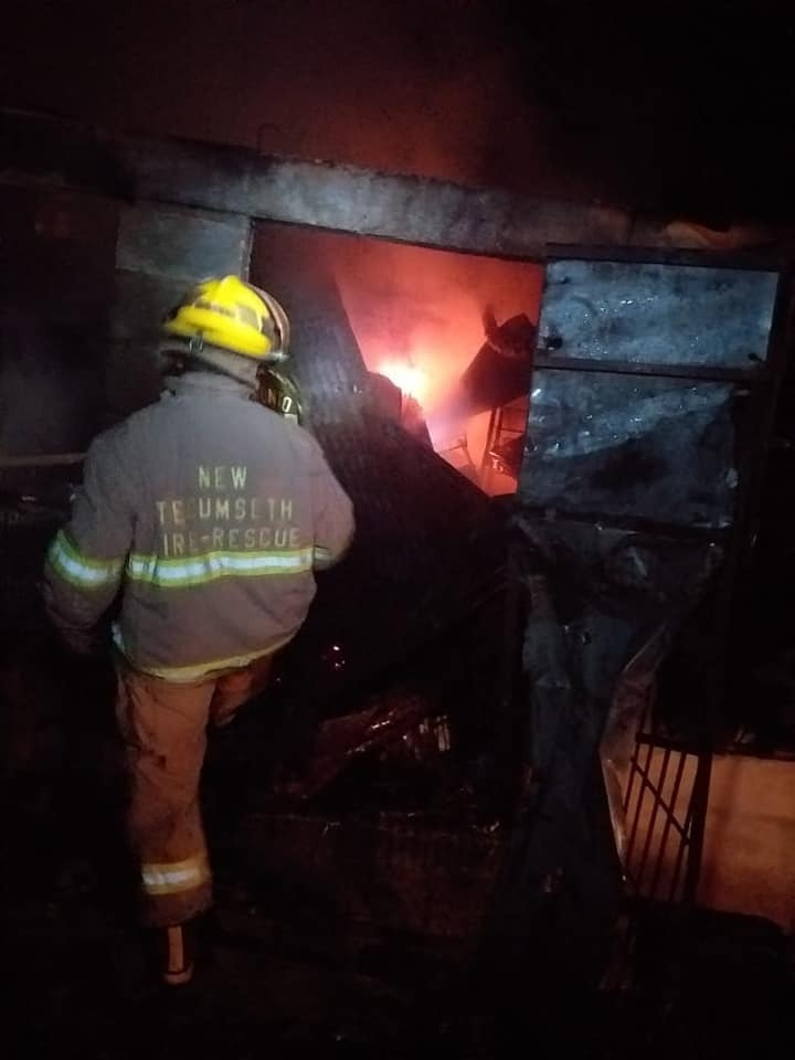 Incendio reduce a cenizas almacén en el Mercado Municipal