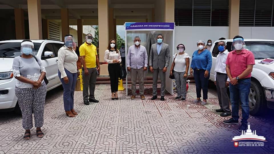 Instalan cámara de desinfección en Ayuntamiento de El Seibo