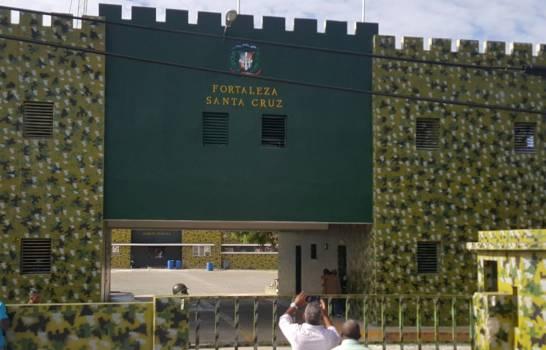 Reos denuncian que no permiten entrada de alimentos a cárcel en El Seibo