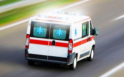 Hombre se desliza en motocicleta y es trasladado a centro de salud