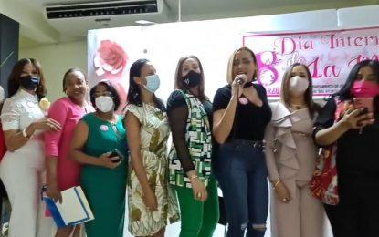 Ayuntamiento Municipal de Santa Cruz destaca las virtudes de la mujer seibana
