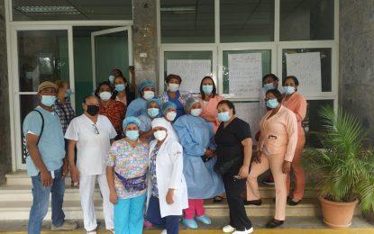 Enfermeras paralizan servicios a nivel nacional