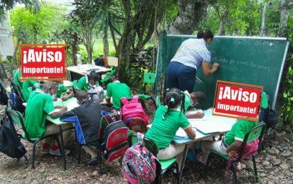 Estudiantes de la escuela Isabelita toman clases en condiciones precarias